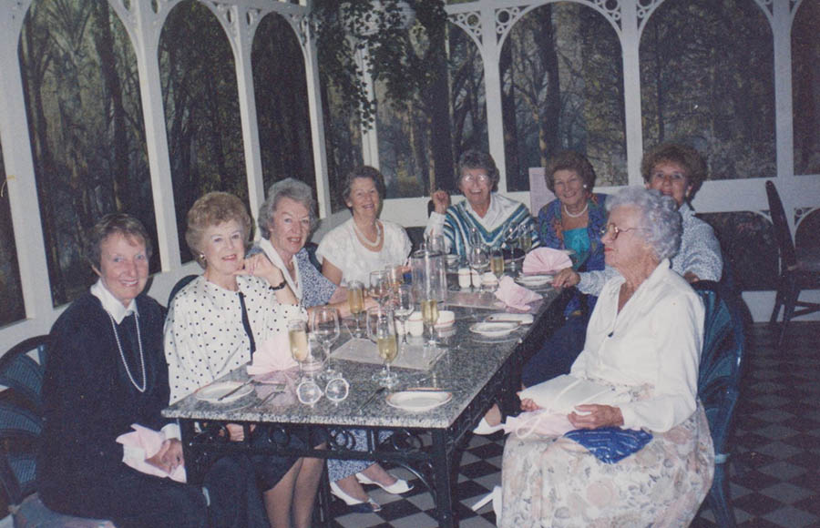 The Girls, Glad,Esther. Phyl Norma Walker At Dinner Mitzies Brighton 1989 001