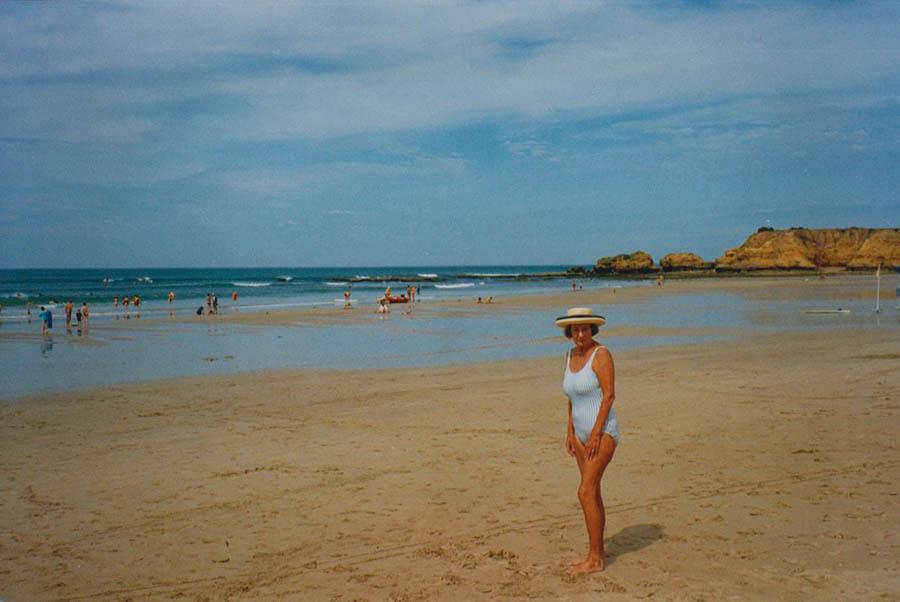 Glad Beach Girl
